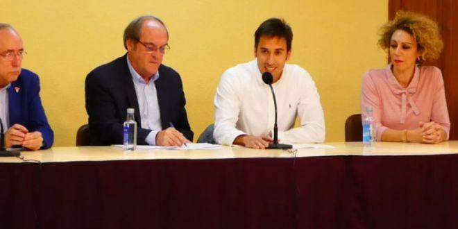 El exministro Ángel Gabilondo ofrece una conferencia en Daimiel para celebrar el centenario del PSOE de la localidad