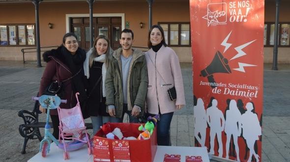 Juventudes Socialistas recoge juguetes para los niños de Daimiel